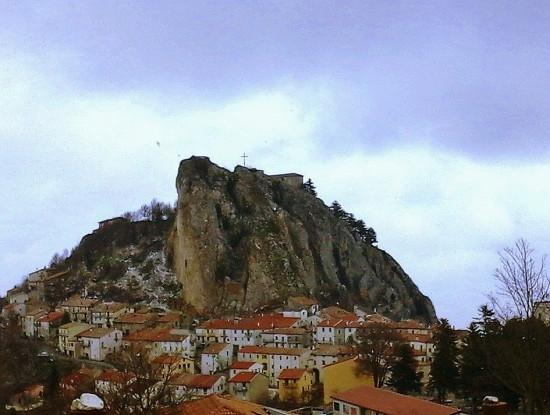 L'antico borgo sulla roccia [FOTO]