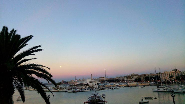 Puglia, il panorama mozzafiato dal porto di Bari [FOTO]
