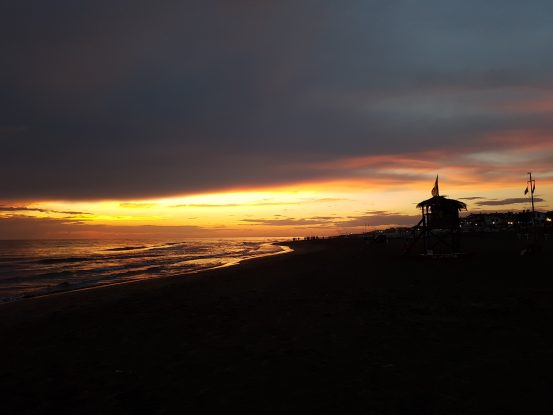 Tor San Lorenzo, sunset at the beach [FOTO]