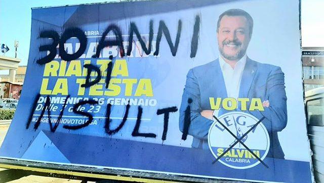 "Elezioni in Calabria, imbrattati i manifesti di Salvini ""30 anni di insulti"""