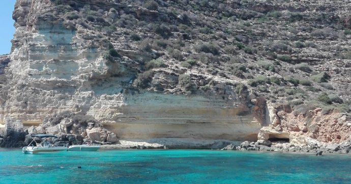 Lampedusa, un mare tropicale da sogno in Italia [FOTO]