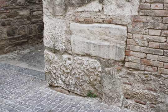 Pietra d'angolo italiana