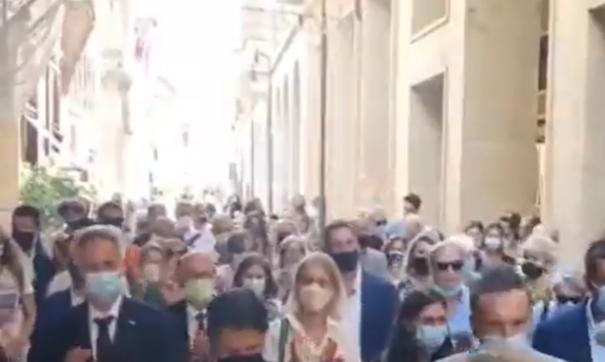 Giuseppe Conte a Ravenna: applausi in strada [Video]
